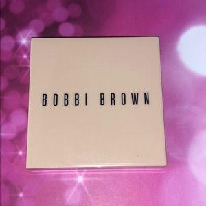 Bobbi Brown nude finishing illuminating powder